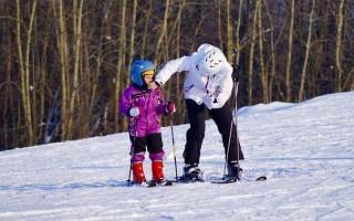Дети на горных лыжах: со скольки лет можно кататься?