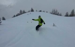 Как спуститься на сноуборде разными техниками?
