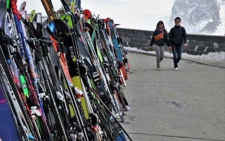 Чем погладить лыжи: основные способы